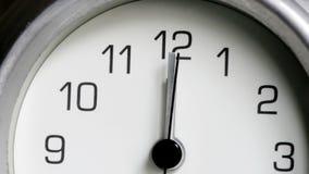 Mediodía de medianoche llamativo del reloj almacen de video