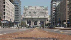 Mediolańskiej centrali stacji frontowy widok od szerokiej alei, poziom terenu zbiory