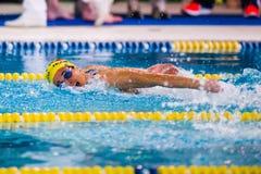MEDIOLAN, GRUDZIEŃ - 23: E Albenzi (Włochy) spełnianie w pływaniu Obraz Stock
