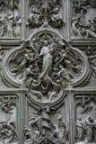 MEDIOLAN, ITALY/EUROPE - LUTY 23: Szczegół główny drzwi przy t Obrazy Royalty Free