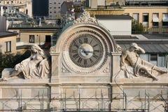 MEDIOLAN, LOMBARDY/ITALY - LUTY 23: Stary zegar w Mediolan na Febr Obraz Stock