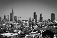 Mediolan, Lombardy Włochy, Kwiecień, - 24 2014: Mediolańskiej miasto linii horyzontu pieniężny okręg Fotografia Stock