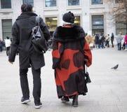 MEDIOLAN, LUTY - 25, 2018: Para w SAN FEDELE kwadracie przed MSGM pokazem mody podczas Mediolańskiej mody, Fotografia Stock