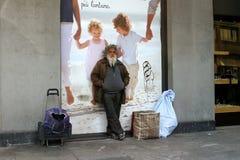 Mediolan Włochy, Kwiecień, - 21, 2012: Bezdomny Obrazy Royalty Free