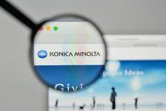 Mediolan Włochy, Listopad, - 1, 2017: Konica Minolta logo na sieciach fotografia royalty free