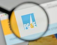 Mediolan Włochy, Listopad, - 1, 2017: PG & E Corp logo na websit zdjęcia royalty free