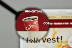 Mediolan Włochy, Listopad, - 1, 2017: Tim Hortons logo na stronie internetowej zdjęcie stock