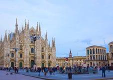 Mediolan Włochy, Maj, - 03, 2017: Ludzie iść przy Duomo obciosują w Mediolan Fotografia Royalty Free