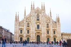 Mediolan Włochy, Maj, - 03, 2017: Ludzie iść przy Duomo obciosują w Mediolan Obraz Royalty Free