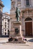 Mediolan Włochy, Maj, - 25, 2016: Statua Alessandro Manzoni -1785 -1873 - Włoska poeta i powieściopisarz w Mediolan fotografia stock
