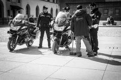 Mediolan Włochy, Marzec, - 23, 2016: Włoszczyzny policja - Carabinieri dalej Obrazy Stock