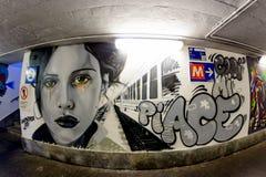 Mediolan Włochy, Październik, - 19th, 2015: Graffiti w metra przejściu podziemnym Mediolan Zdjęcie Royalty Free
