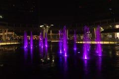 Mediolan, Włochy, Pieniężny gromadzki noc widok Iluminujący wodny f Obrazy Royalty Free