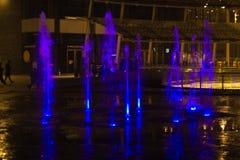 Mediolan, Włochy, Pieniężny gromadzki noc widok Iluminujący wodny f Obrazy Stock