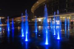 Mediolan, Włochy, Pieniężny gromadzki noc widok Iluminujący wodny f Obraz Stock