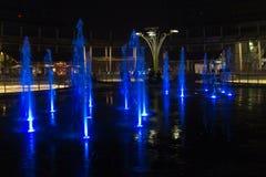 Mediolan, Włochy, Pieniężny gromadzki noc widok Iluminujący wodny f Zdjęcie Stock