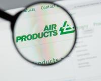 Mediolan Włochy, Sierpień, - 10, 2017: Air Products & Chemicals websit fotografia stock
