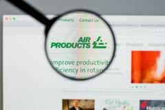 Mediolan Włochy, Sierpień, - 10, 2017: Air Products & Chemicals websit obrazy royalty free