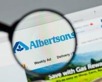 Mediolan Włochy, Sierpień, - 10, 2017: Albertsons firm LLC strona internetowa Obrazy Stock