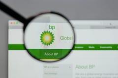 Mediolan Włochy, Sierpień, - 10, 2017: BP logo na strony internetowej homepage Obrazy Royalty Free