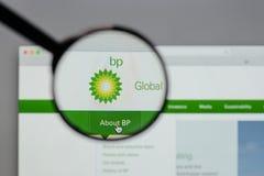 Mediolan Włochy, Sierpień, - 10, 2017: BP logo na strony internetowej homepage Obrazy Stock