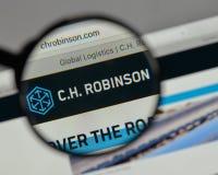 Mediolan Włochy, Sierpień, - 10, 2017: C H Robinson Na całym świecie logo dalej zdjęcia royalty free