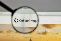 Mediolan Włochy, Sierpień, - 10, 2017: CoStar Grupowy logo na stronie internetowej obraz royalty free