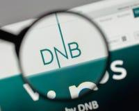 Mediolan Włochy, Sierpień, - 10, 2017: DNB ASA logo na strona internetowa domu zdjęcia stock
