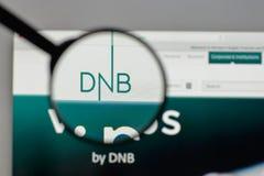 Mediolan Włochy, Sierpień, - 10, 2017: DNB ASA logo na strona internetowa domu obrazy royalty free