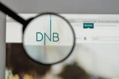 Mediolan Włochy, Sierpień, - 10, 2017: DNB ASA logo na strona internetowa domu obraz royalty free