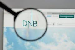 Mediolan Włochy, Sierpień, - 10, 2017: DNB ASA logo na strona internetowa domu zdjęcie royalty free