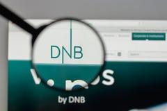 Mediolan Włochy, Sierpień, - 10, 2017: DNB ASA logo na strona internetowa domu fotografia stock