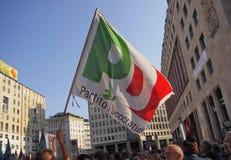 MEDIOLAN Włochy, Sierpień, - 28, 2018: Manifestacja przeciw rasizmowi zdjęcie royalty free