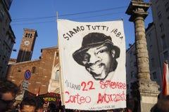 MEDIOLAN Włochy, Sierpień, - 28, 2018: Manifestacja przeciw rasizmowi obrazy royalty free