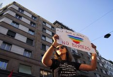 MEDIOLAN Włochy, Sierpień, - 28, 2018: Manifestacja przeciw rasizmowi obrazy stock