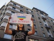 MEDIOLAN Włochy, Sierpień, - 28, 2018: Manifestacja przeciw rasizmowi zdjęcia royalty free