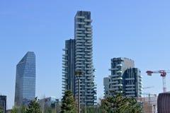 Mediolan, W?ochy r Mieszkaniowy kompleks Torre solaria, Torre aria i Torre Solea, fotografia royalty free