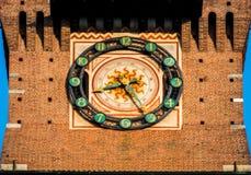 Mediolan zegar sforza kasztel w centrum miasta obraz stock