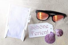 Medios de Sunny Flat Lay Summer Label Schoene Ferien buenas fiestas imagen de archivo libre de regalías