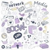 Medios garabato dibujado mano social con la burbuja, los elementos de red y el ordenador Tecnologías de comunicación fijadas a pu stock de ilustración