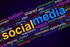Medios gráficos sociales del información-texto y concepto del arreglo en fondo azul marino ilustración del vector