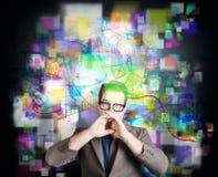 Medios hombre social de Internet con el mensaje del márketing Imagen de archivo libre de regalías