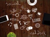 Medios iconos sociales en el escritorio Foto de archivo libre de regalías
