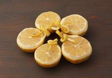 Medios limones en la madera Imágenes de archivo libres de regalías