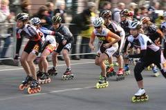 Medios patinadores del rodillo del maratón Foto de archivo