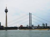 Medios puente del puerto y de la Rin-rodilla Fotos de archivo libres de regalías