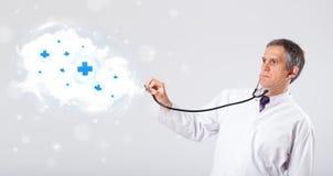 Medique a escuta a nuvem abstrata com sinais médicos Imagens de Stock