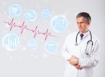 Medique gráficos modernos examinating da pulsação do coração Foto de Stock