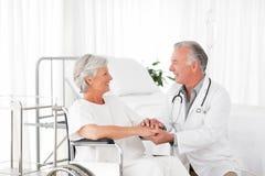 Medique o discurso com seu paciente Imagens de Stock Royalty Free