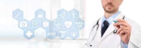 Medique o tela táctil com uma pena, ícones médicos dos símbolos no backgro Imagem de Stock